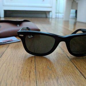 Black Raybanz Sunglasses with case